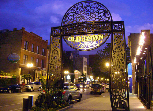 Old-Town-Iconic-Sign-Best-Neighborhoods-in-Chicago