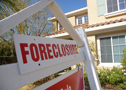 realtytrac-midyear-2013-foreclosure-market-report-foreclosure-starts-bank-repossessions