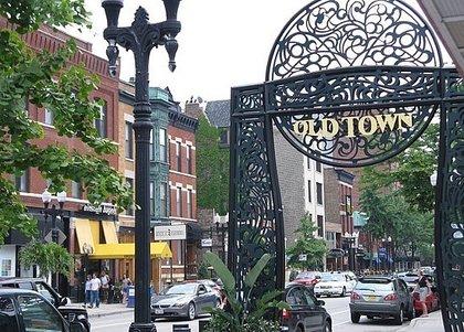 chicago-old-town-gates-buildings-realtor-com-most-popular-neighborhoods