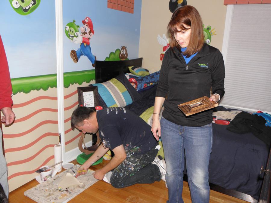 Ken-Markiewicz-on-floor-muralist-Amy-Eiduke.jpg