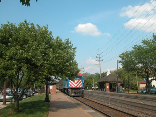 rsz_west_hinsdale_metra_station
