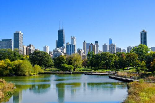 chicago-lincoln-park-pond-skyline-spring-housing-market