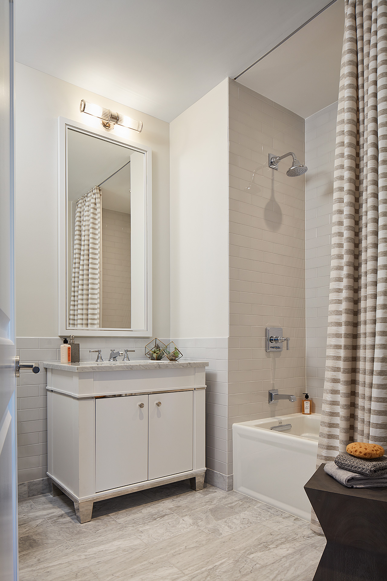 10_One-Bennett-Park-4702-Guest-Bath.jpg
