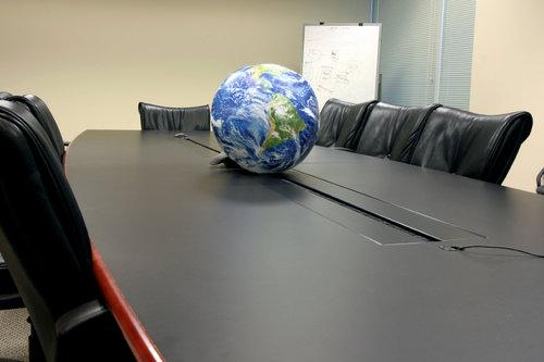 rsz_globeconferencetable