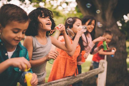 kids-children-playing-outside-family